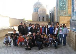Групповая фотография класса у памятника Шах-и-Зинда