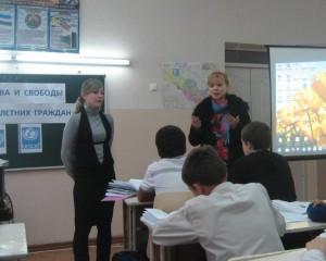 Директор школы Инна Владимировна Ли и учитель истории и ИНН Мячина Ольга Владимировна