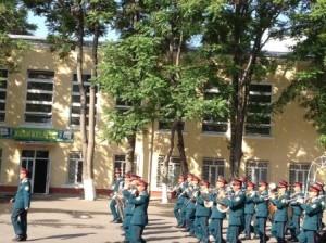 Марширует военный оркестр (9 мая 2012 года)