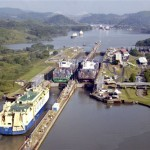 Контейнеровозы. Панамский канал (фотография)