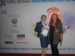 На церемонии - вместе с Лилией Николенко (edunet.uz, azu.uz)