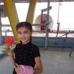 Мохинабану не хотела расставаться с розой, даже на высоте.