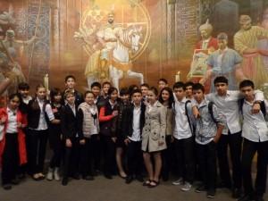 """В Государственном музее истории Узбекистана, 9 """"Б"""" класс"""