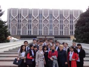 """Посещение Государственного музея истории Узбекистана с 9 """"Б"""" классом"""