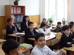 Гости урока - В.И.Ломухина - директор школы №50, С.А.Постнова - завуч по науке, (справа налево)