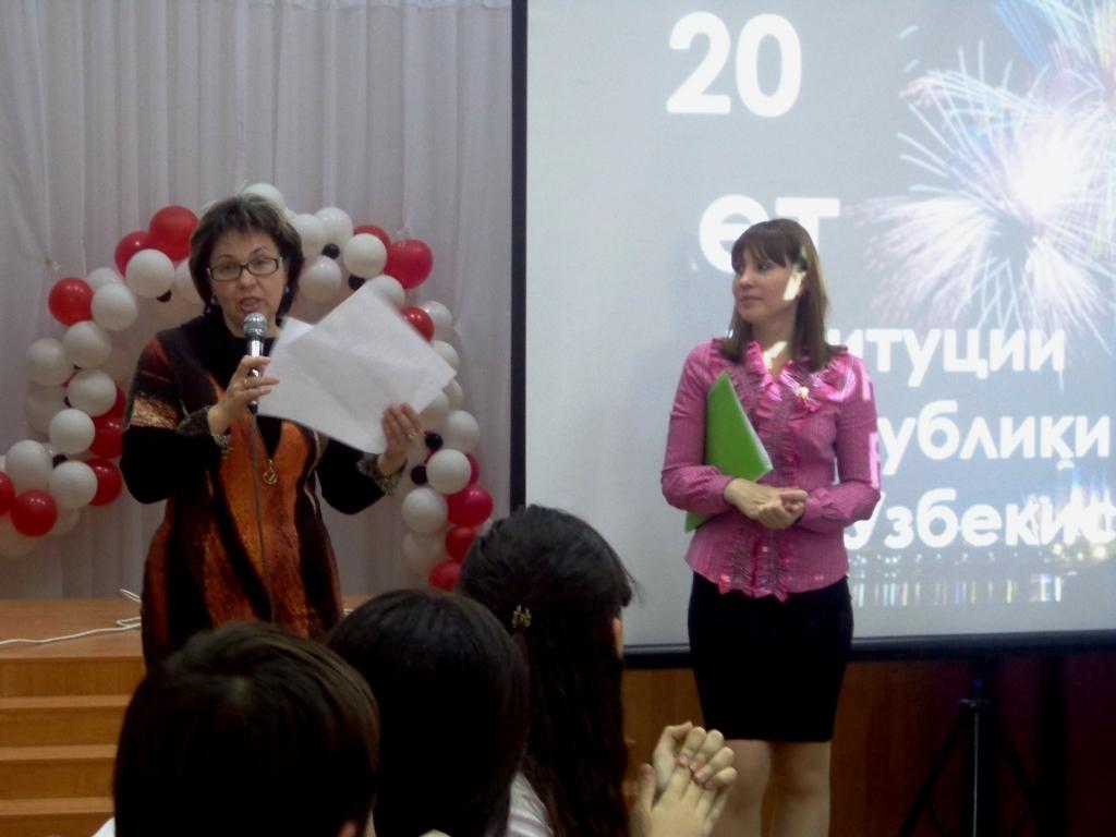 Е.А.Веденская подводит итоги конкурса, оглашает оценки командам
