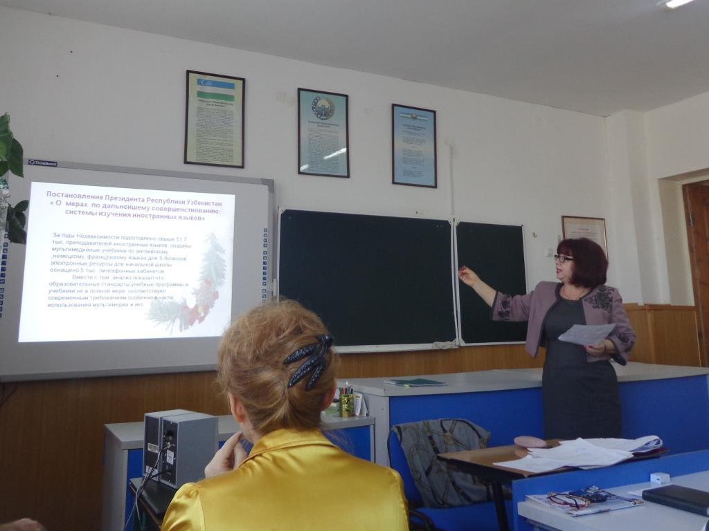 Валентина Ивановна Ломухина знакомит с постановлением Президента РУз