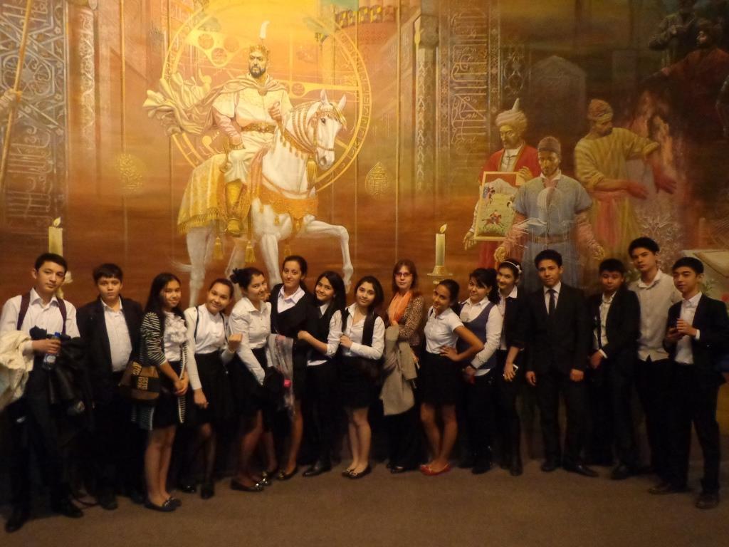 """В Государственном музее истории Узбекистана с 9 """"В"""" классом"""