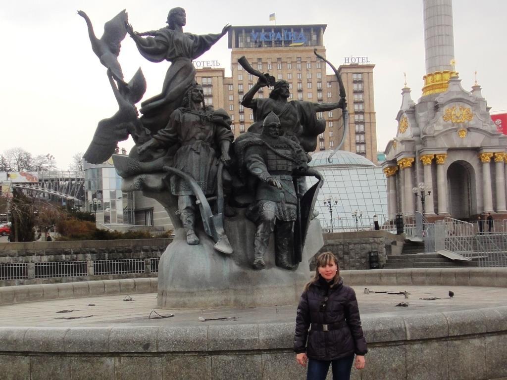 """Памятник """"Основатели Киева"""" на Площади Независимости. Киев"""