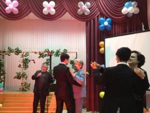Танец учителей с учениками под исполнение песен Равшана Закирова