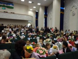 Отличники школы №50 в ожидании награждения