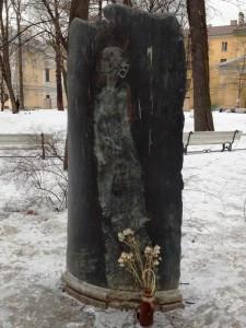 Памятник Анне Ахматовой. Двор Фонтанного Дома