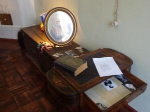 Сундук и столик