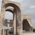 Вход в Эчмиадзинский монастырь
