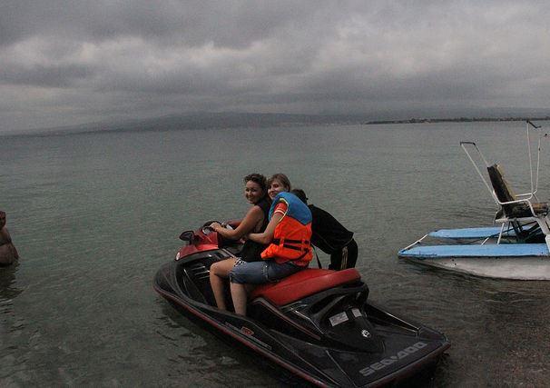 Езда на скутере по озеру Севан
