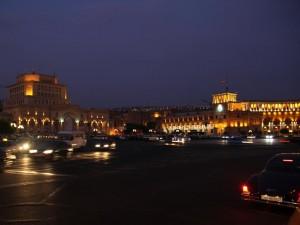 Ночная площадь Еревана