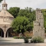 Во дворе Эчмиадзинского монастыря