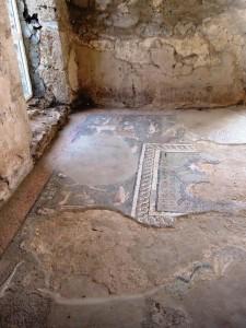 Мозаика на полу бани
