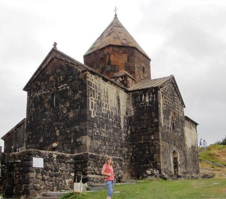 У монастыря Севанаванк